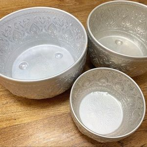 Set 3 metal bowls. Largest is 25cm diameter.